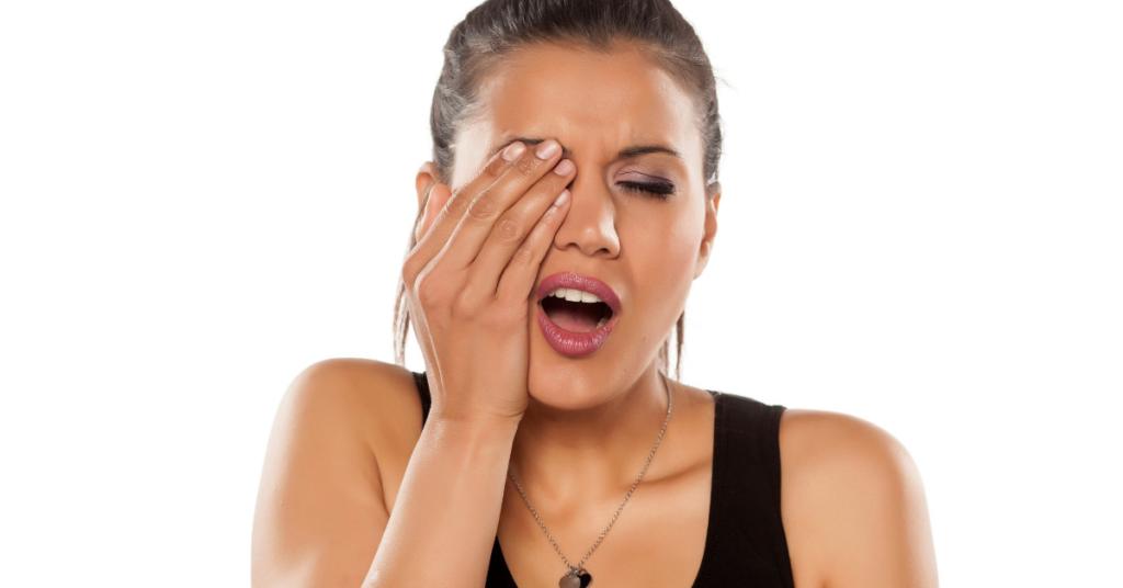causes of ingrown eyelash